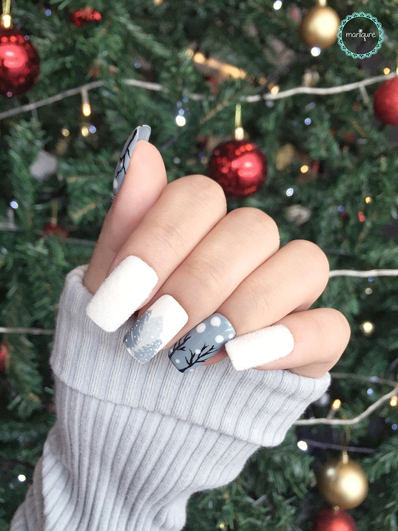 Christmas Snowy Nails