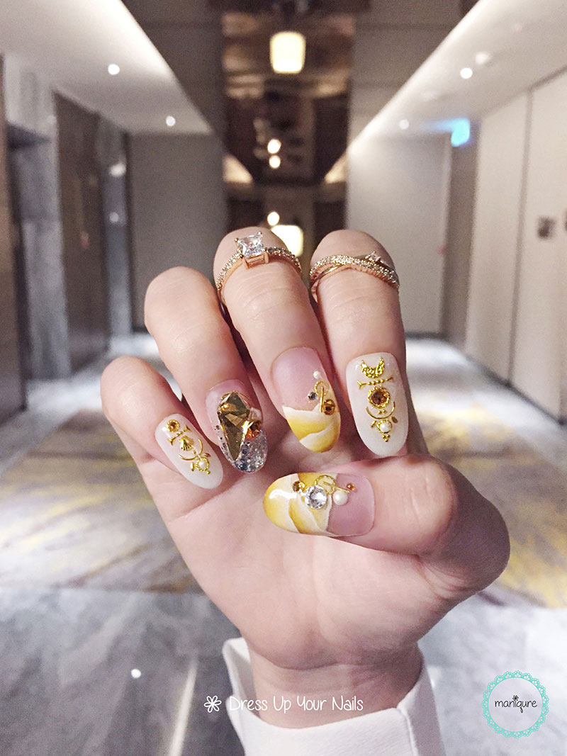 Sienna Gold Marble Nails