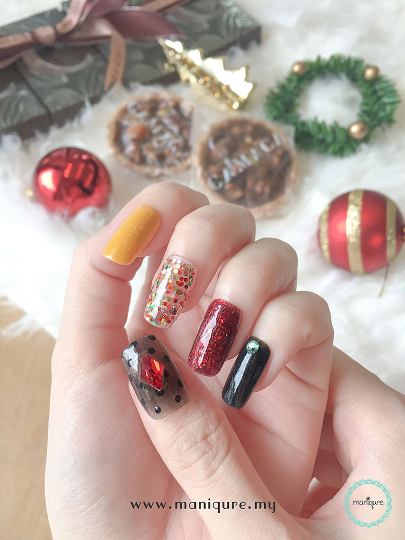 Christmas Nails - Festival Manicure 1