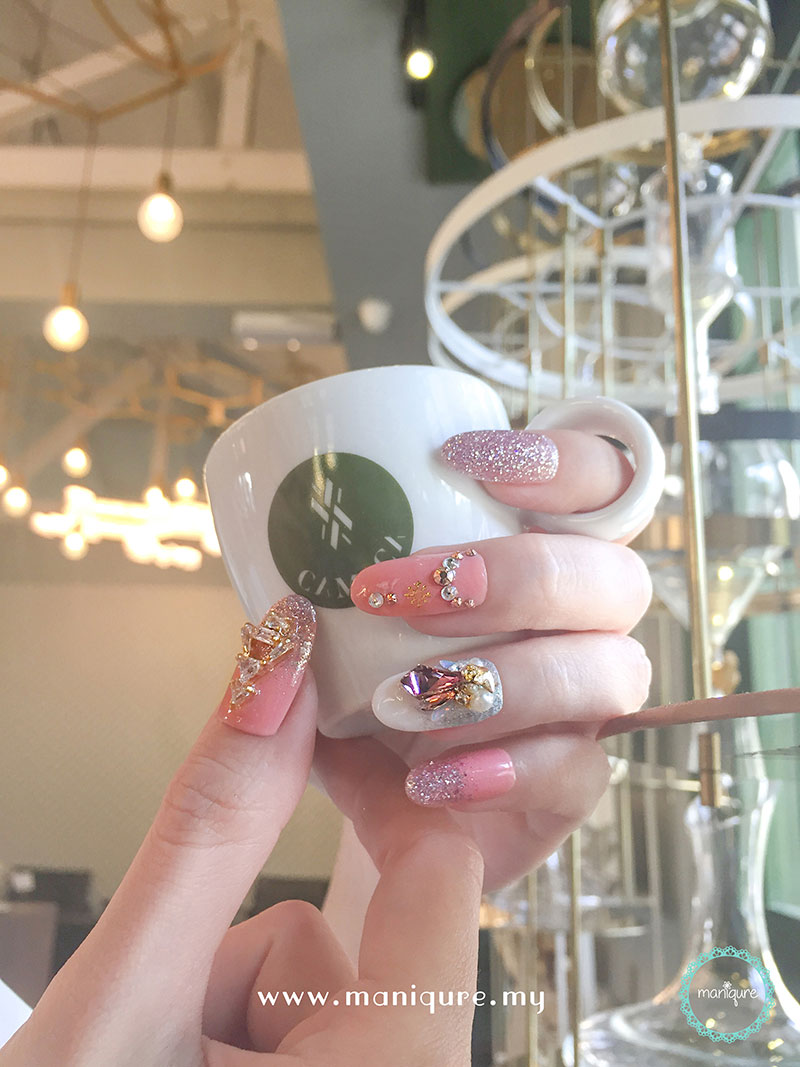 Christmas Nails - Festival Manicure 15