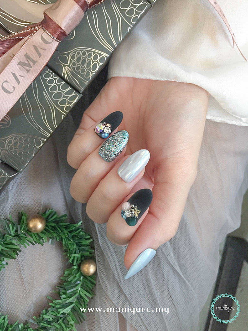 Christmas Nails - Festival Manicure 4